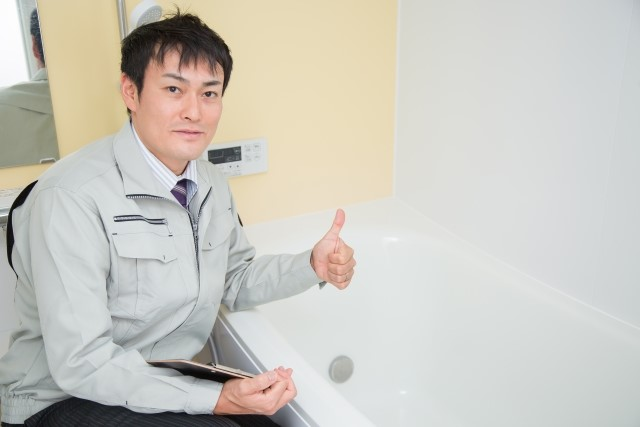 壊すことなく風呂の壁をリフォームする4つの方法